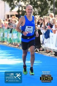 Endelig lært meg å smile på slutten av et maraton. Ikke så enkelt det nei etter 42195 meter på varm asfalt.